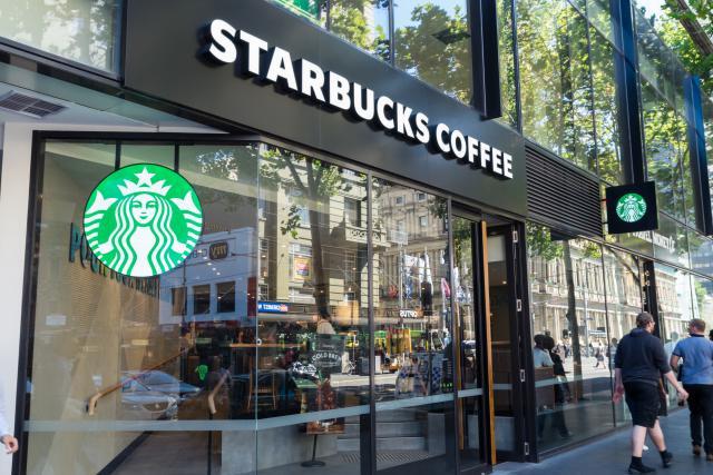 En parallèle de l'élargissement de son partenariat avec Alsea, Starbucks va fermer un centre de soutien à Amsterdam. 190 personnes seront licenciées. (Photo: Shutterstock)