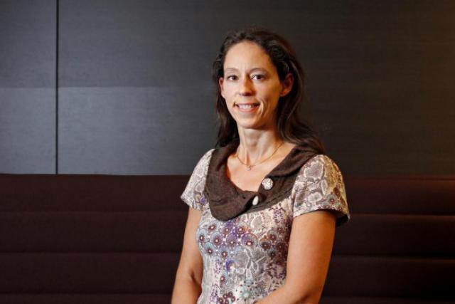 Anne-Isabelle Gilliard: Ma double compétence, en droit et en psychologie, m'aide beaucoup dans les relations avec les syndicats. (Photo: Olivier Minaire)