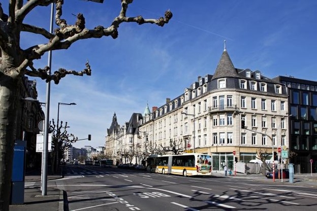 Les 49 platanes et 23 cerisiers de l'avenue de la Liberté seront remplacés par de nouveaux arbres une fois la réorganisation réalisée. (Photo: Olivier Minaire / archives)
