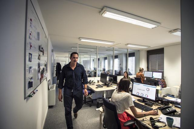 Pour Christophe Folschette, cofondateur, et les équipes de Talkwalker, cette arrivée au capital de la société coïncide avec le besoin d'engager 100 nouvelles recrues. (Photo: Mike Zenari / archives)