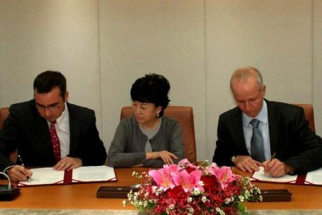 Jérôme Grandidier (à gauche) et Vincent Nicolay ont signé, jeudi dernier, l'accord à Taipei avec Chunghwa Telecom.  (Photo: Telecom Luxembourg Private Operator)
