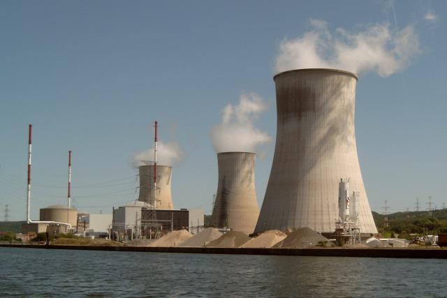 Le réacteur 2 de Tihange, atteint de microfissures, continue de faire peur dans les communes frontalières. (Photo: Licence C.C.)