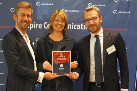 L'équipe de Deloitte, représentée par Kristof de Lausnay et Edoardo Ambrosi, a été saluée pour la pertinence de sa stratégie de recrutement digitale lors du classement Otac.  (Photo: Potential Park)
