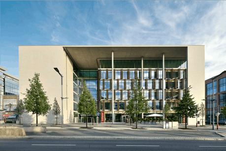 L'immeuble Axento se situe à quelques centaines de mètres du siège de KMPG, également sur l'avenue J.-F. Kennedy.  (Photo: JLL)