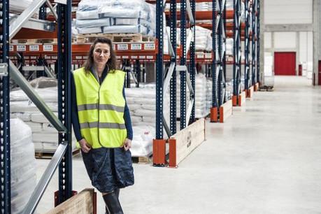 Carine Ringlet contrôle tous les flux de matières premières pour les sept unités de production européennes d'Ampacet Europe. (Photo: Mike Zenari)