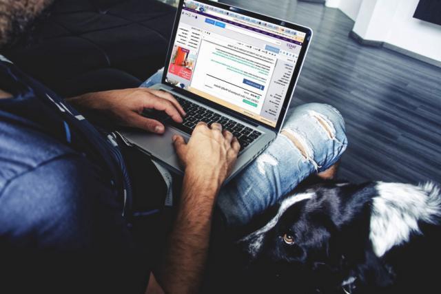 Si le texte de loi visant à réguler l'activité des grands intermédiaires du web était adopté, les entreprises concernées seraient dans l'obligation de mettre en place un système de gestion interne des plaintes. (Photo: Licence C.C.)