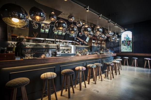 Um Plateau a installé un nouveau bar, où il est possible de boire un verre et grignoter. (Photos: Mike Zenari / archives)