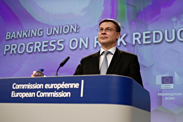 Le commissaire Valdis Dombrovskis a annoncé la bonne nouvelle au nom de la Commission. (Photo: Shutterstock)