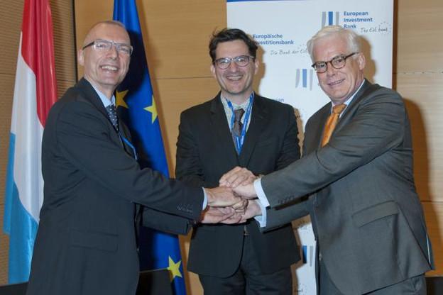 Matthias Wietbrock (Northstar), Arsène Jacoby (Ducroire) et Pim van Bellekom ont paraphé l'accord vendredi. (Photo: EIB Photolibrary)