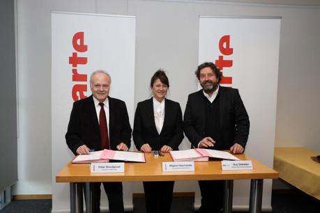 Peter Boudgoust (président d'Arte), Régine Hatchondo (vice-présidente d'Arte) et Guy Daleiden (directeur du Film Fund Luxembourg) ont signé l'accord de partenariat ce mercredi. (Photo: Frédéric Maigrot)