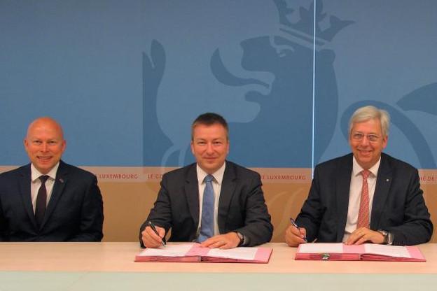De gauche à droite, Stéphane Pallage, recteur de l'Université du Luxembourg, Marc Hansen, ministre délégué à l'Enseignement supérieur et à la Recherche, et Yves Elsen, président du conseil de gouvernance de l'Université du Luxembourg. (Photo: Ministère de l'Enseignement supérieur et de la Recherche)