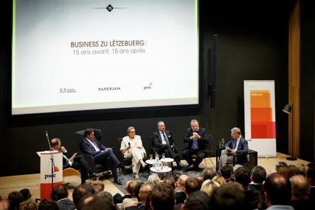 Le panel de la table ronde et les deux modérateurs de l'équipe de Paperjam, Jean-Michel Gaudron et Alain Ducat (Photo: Maison Moderne Studio)