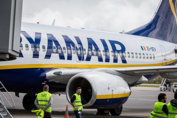Ryanair tient à engager ses personnels de bord sous droit irlandais, socialement moins avantageux pour les salariés que le droit belge ou français. (Photo: Maison Moderne)