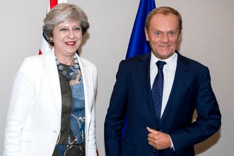 La Première ministre britannique, Theresa May, a rencontré ce vendredi le président du Conseil européen, Donald Tusk, qui lui a fait part de la nécessité d'efforts supplémentaires dans le premier round des négociations sur le Brexit. (Photo: Conseil européen)