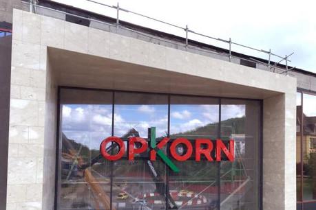 Magasins de mode et accessoires prendront bientôt place aux côté de l'hypermarché Auchan. (Photo: Andrés Lejona)