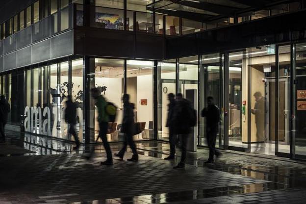 Loin d'être une coquille vide, Amazon emploie un millier de personnes au Luxembourg où il a établi son siège européen. (Photo: Mike Zenari / archives)