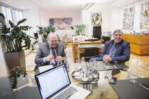Selon André von der Marck, directeur général de Luxtram, et François Bausch, ministre du Développement durable, «les gens comprennent que le tram n'est pas un projet isolé». (Photo: Léa Giordano)