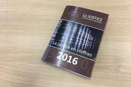 La brochure brosse en 48 pages l'organisation et les activités de la justice en 2016. (Photo: Maison Moderne)