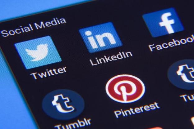 Face au développement des fake news, les annonceurs mettent les principales plateformes numériques sous pression pour éviter que leurs publicités soient associées à des contenus inappropriés. (Photo: Licence C.C.)