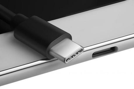 Quel que soit le sens, l'USB Type-C s'insère facilement dans un ordinateur ou dans un téléphone, ce qui réduit les risques d'endommagement. (Photo: Fotolia)