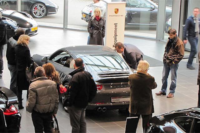 De nombreux visiteurs se sont déplacés encore une fois dans les concessions tout au long de l'Autofestival, principalement lors de ses deux week-ends. (Photo: Porsche Luxembourg)