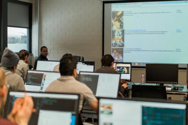 Pour la première session de formation de l'école WebForce3, 16 personnes suivent une formation de 490 heures, étalées sur trois mois et demi et se déroulant au Technoport. (Photo: Marion Dessard)