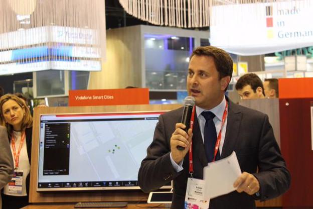 Le Premier ministre était aussi à Barcelone pour lancer avec le CEO de Vodafone Espagne, Antonio Coimbra, le «Tomorrow Street Innovation Center», qui sera installé dans les locaux luxembourgeois de l'opérateur britannique. (Photo: Twitter / Xavier Bettel)