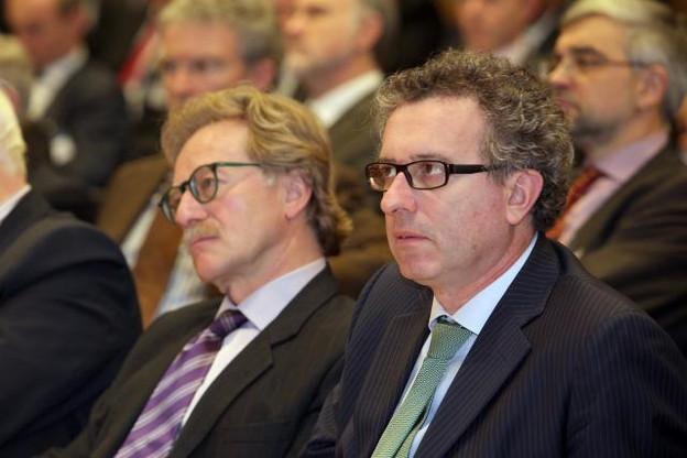 Yves Mersch, ici aux côtés du ministre des Finances Pierre Gramegna, depuis le directoire de la BCE, imagine une consolidation du secteur bancaire. (Photo: Luc Deflorenne / archives)