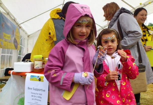 Children visiting the bee stand during Sunday's Nature Festival  natur&ëmwelt