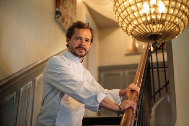 Au Fin Gourmand, passé, présent et futur se conjuguent pour le chef Nicolas Szele, qui y a grandi. Matic Zorman / Maison Moderne