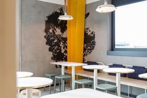 La poule se retrouve même en dessin sur les murs. ((Photo: Patty Neu))