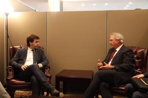 En réunion avecle ministre des Affaires étrangères de la Moldavie, Nicolae Popescu. ((Photo: MAEE))