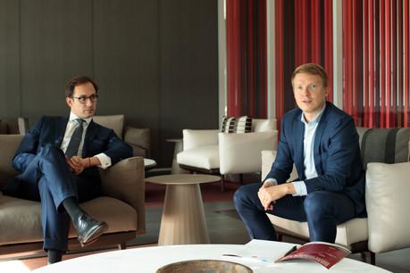 Philippe Sylvestre (président actuel) et André Hommel (président sortant) soulignent le désir du Jeune Barreau d'accompagner les jeunes avocats. (Photo: Matic Zorman/Maison Moderne)