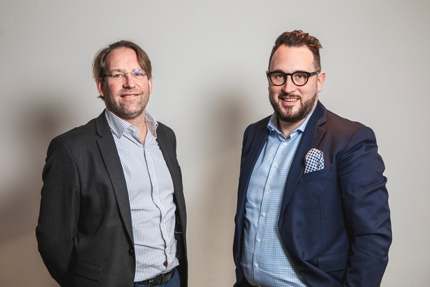 Sylvain Delmelle (à droite, à côté deGregory Denis, cofondateur) : «Nous devons donc être très attentifs au développement de notre réseau, et nous pensons que le Club est un partenaire important pour nous accompagner dans cette démarche.» (Photo: Marc Blasius/Maison Moderne)
