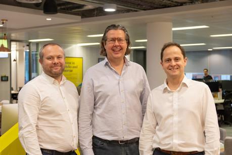 Après douze ans, le CEO de Lendinvest, Christian Faes (ici au centre), a décidé de passer le relais à un autre cofondateur, Rod Lockhart (à gauche). (Photo: Lendinvest).