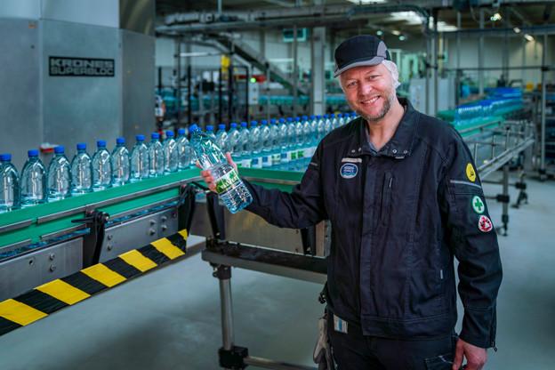 Philippe Antoine pilote une équipe de 65salariés qui monte jusqu'à 85effectifs durant les mois d'intense activité de l'usine gaumaise. (Photo: Quentin Elleboudt/Nestlé Waters)