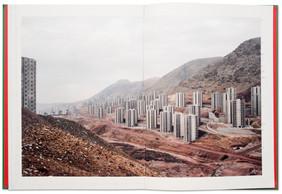 Témoignages d'époques passées autant que fenêtres donnant sur les contrastes actuels d'un pays sulfureux, les pages de «Paradise City» montrent un Iran peu connu, où la recherche de refuge semble constante… ((Photo: Sébastien Cuvelier))