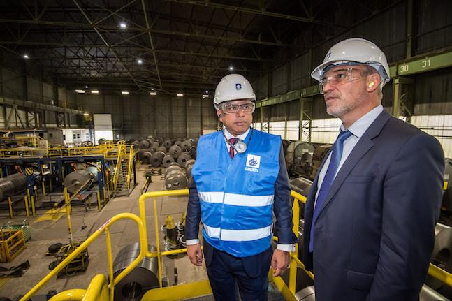 Le CEO de GFG Alliance, maison-mère de Liberty Steel, Sanjeev Gupta, et le directeur de Liberty Liège-Dudelange, Frédéric Tancrez (Photo: Nader Ghavami)