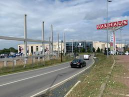 Escape sera situé le long de l'autoroute, entre Kichechef et Bauhaus. ((Photo: Maison Moderne))
