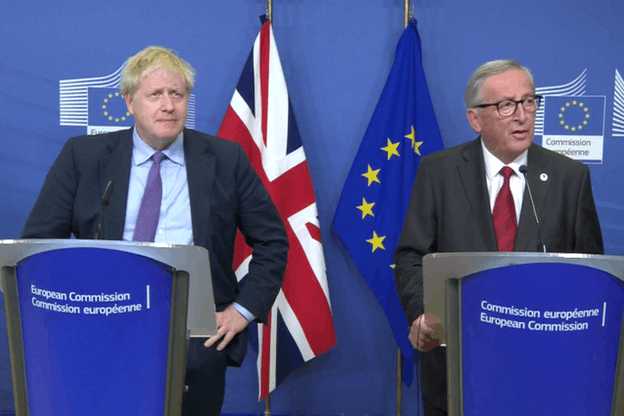 Boris Johnson et Jean-Claude Juncker ont marqué leur satisfaction à l'égard de cet accord. (Photo: Capture d'écran/DR)