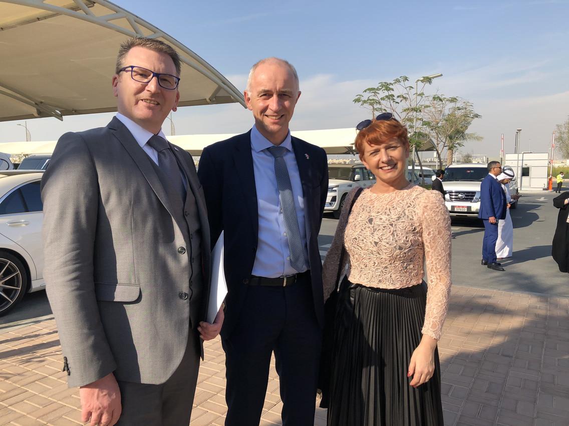 Michel Lanners (ici au centre avec des responsables de RAK Porcelaine) faisait partie de la délégation luxembourgeoise partie voici quelques semaines en mission économique aux Émirats arabes unis. (Photo: Maison Moderne)
