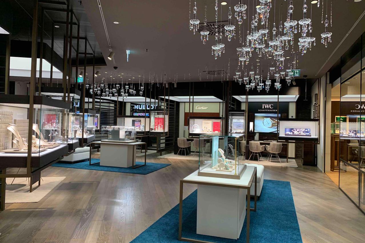 Boiseries et vitrines suspendues caractérisent le nouvel espace de vente de 550m2. (Photo: Paperjam)