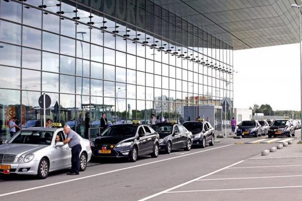 «Défendre les intérêts du métier de taxis, voitures de location avec chauffeur et ambulances», c'est le but de la nouvelle Alliance des taxis, voitures de location et ambulance (Altva), créée le 28 juin dernier. (Photo: Olivier Minaire/archives)