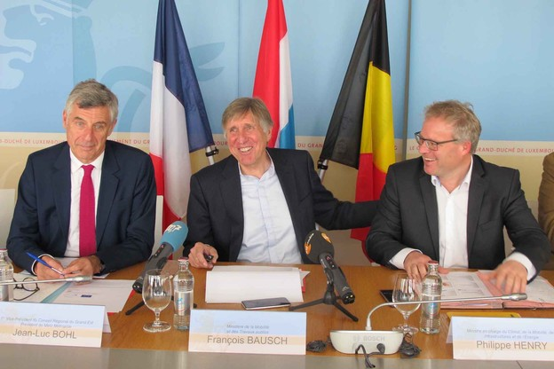 Jean-Luc Bohl, représentant la région Grand Est, François Bausch, ministre de la Mobilité et des Travaux publics, et Philippe Henry, nouveauministre wallon du Climat, des Infrastructures, de l'Énergie et de la Mobilité. (Photo: MMTP)