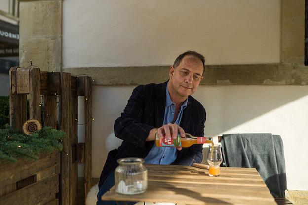 Carlo Hein, CEO de Ramborn, en pleine dégustation de sa nouvelle gamme de jus de fruits. (Photo: MIKE ZENARI)