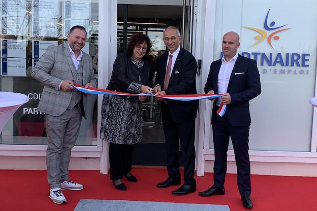 De gauche à droite: M. Reysz, directeur Partnaire Luxembourg, MmeSimone Asselborn-Bintz, échevine de Sanem, M. Gobinet, PDG du groupe, et M. Beckius, PDG du Belval Business Center. (Photo: Partnaire)