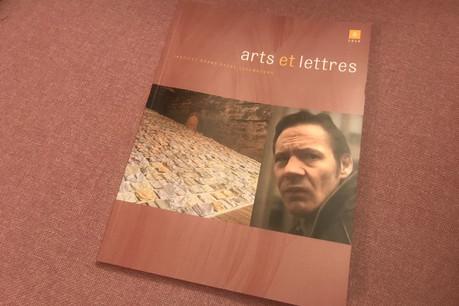 Au sommaire de la sixième édition de la revue Arts et Lettres: un dossier sur Marco Godinho et un autre sur Thierry Van Werveke. (Photo: Paperjam.lu)