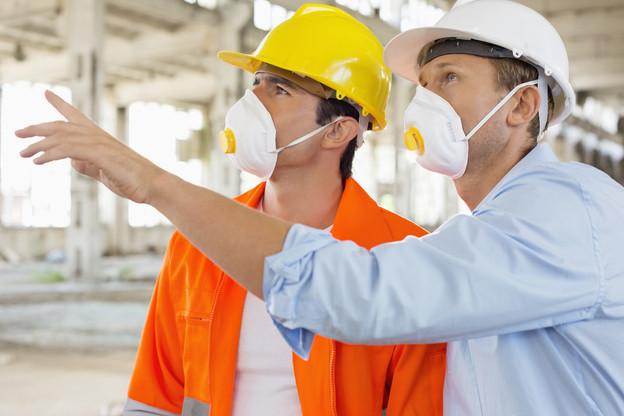 Là où se tenir à 2m de distance ne sera pas possible, le masque sera obligatoire. (Photo: Shutterstock)