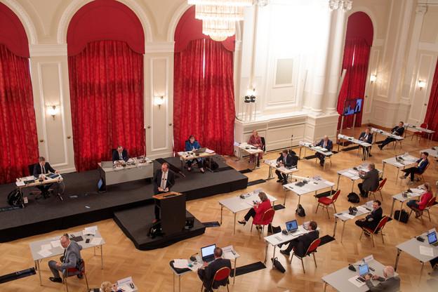 Les députés se réunissent à 11h pour voter des mesures qui s'appliqueront jusqu'au 10 janvier. (Photo: Matic Zorman Maison Moderne)