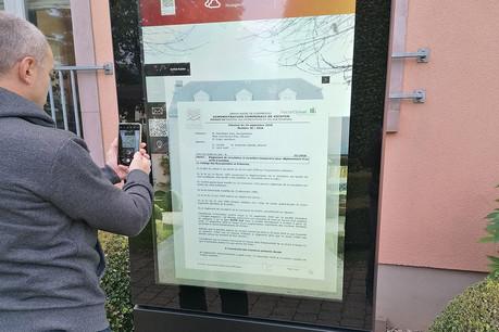 Les bornes tactiles permettent aux communes de communiquer plus facilement avec les citoyens. (Photo: VMP)